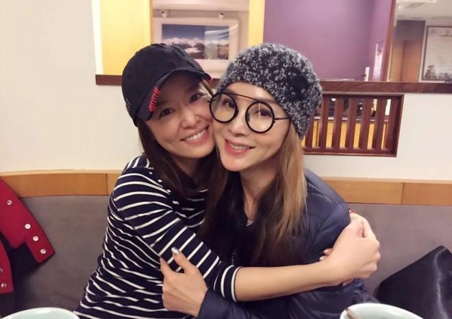 """Ăn mặc gợi cảm lại sở hữu làn da căng bóng, chẳng ai ngờ """"lão bà đẹp nhất Đài Loan"""" năm nay đã 62 tuổi - Ảnh 5."""