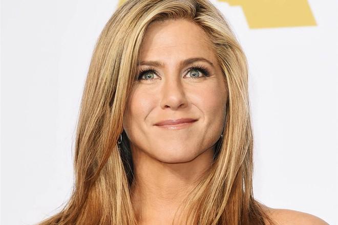 Từ son môi đến kem chống nắng, mỹ phẩm của Jennifer Aniston toàn đồ bình dân chỉ tầm 700 ngàn - Ảnh 1.