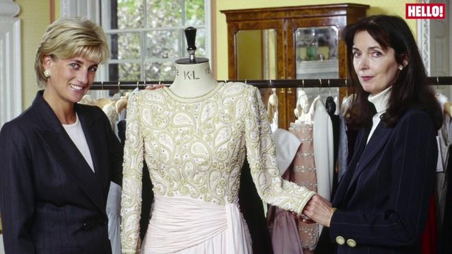 Bộ sưu tập thời trang từ hoa tuyệt đẹp của các nhà thiết kế Hoàng gia Anh - Ảnh 1.
