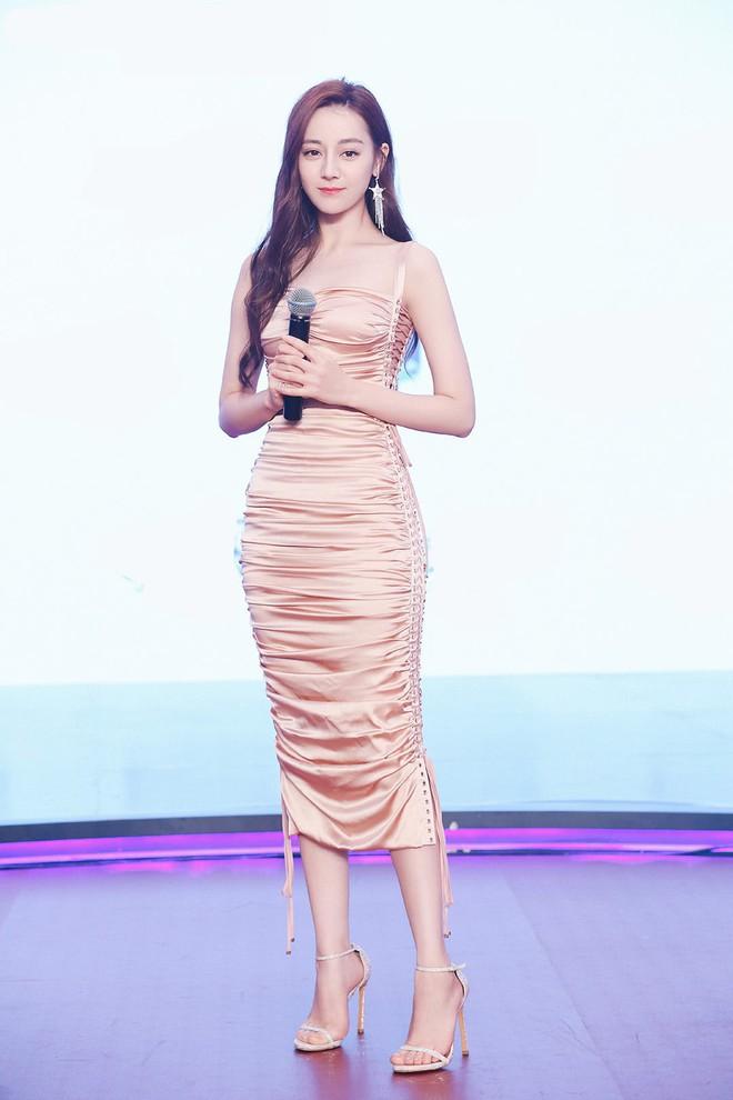 Diện váy kén dáng, Địch Lệ Nhiệt Ba vẫn đẹp xuất sắc khi khoe trọn body 0% mỡ thừa - Ảnh 5.