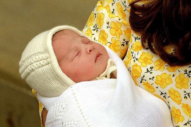 Mới 3 tuổi nhưng Công chúa Charlotte đã vượt mặt anh trai về sức ảnh hưởng trong ngành thời trang - Ảnh 6.