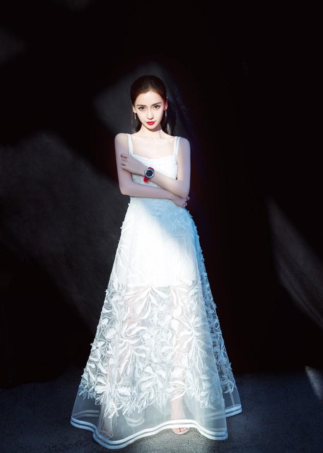 Cùng sửa lại váy xuyên thấu, Angela Baby đẹp tựa công chúa còn Chompoo Araya lại lép vế vì vóc dáng thô - Ảnh 7.