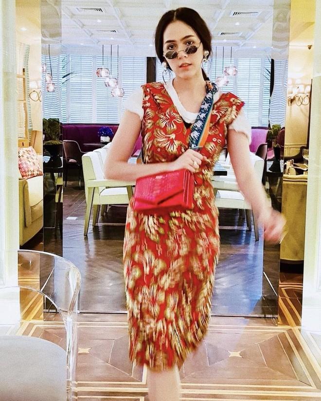 """Là """"Nữ hoàng"""" thướt tha trên thảm đỏ, nhưng Chompoo Araya lại có gu thời trang ngoài đời cực ngầu - Ảnh 14."""