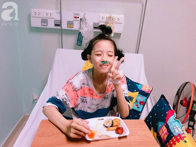 Vợ vừa mất, cha đau đớn nhìn con gái 16 tuổi xinh xắn phải cắt bỏ chân vì ung thư xương mà không đủ tiền chữa trị - Ảnh 2.