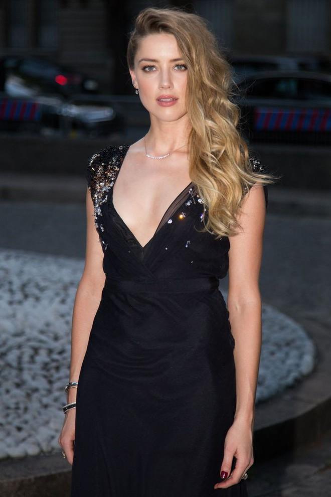 Không thích tập luyện tại phòng tập, Amber Heard vẫn giữ dáng hoàn hảo để xứng danh quyến rũ nhất thế giới nhờ cách này - Ảnh 4.