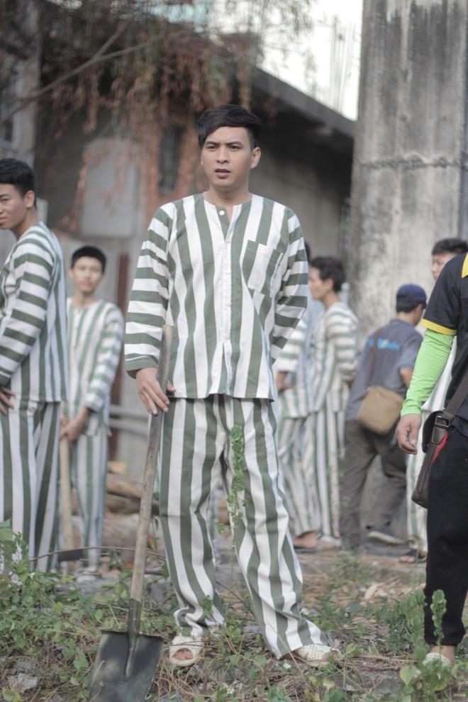 """""""Đại ca xóm nghèo"""" Hồ Quang Hiếu đại náo giang hồ khiến fan đứng ngồi không yên - Ảnh 1."""