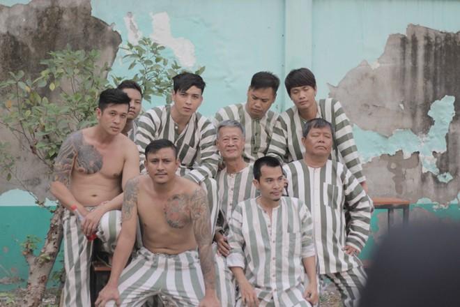 """""""Đại ca xóm nghèo"""" Hồ Quang Hiếu đại náo giang hồ khiến fan đứng ngồi không yên - Ảnh 3."""