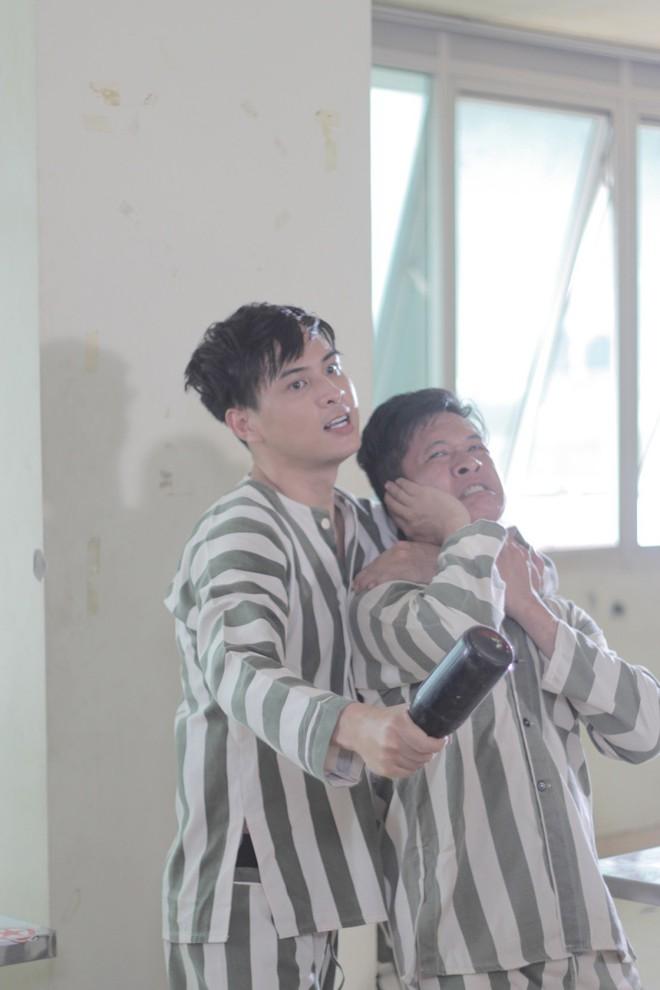 """""""Đại ca xóm nghèo"""" Hồ Quang Hiếu đại náo giang hồ khiến fan đứng ngồi không yên - Ảnh 7."""