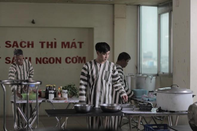 """""""Đại ca xóm nghèo"""" Hồ Quang Hiếu đại náo giang hồ khiến fan đứng ngồi không yên - Ảnh 6."""