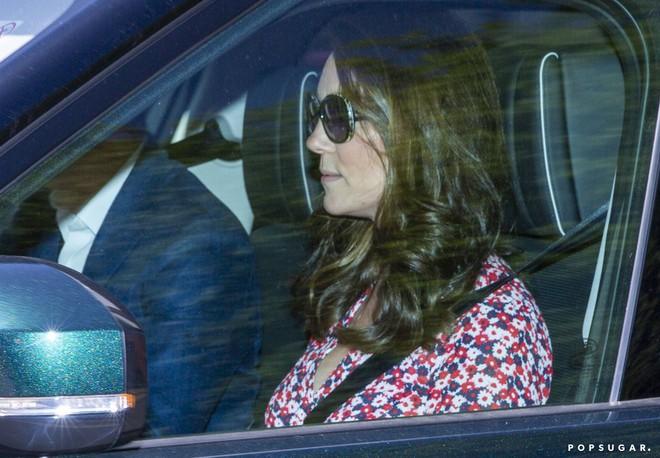 Lần đầu lộ diện sau đám cưới hoàng gia, Kate Middleton chọn đầm Zara cùng túi tote vô cùng thoải mái  - Ảnh 11.