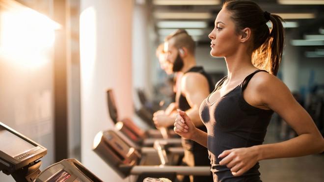 Cứ phạm phải những sai lầm này khi tập thể dục buổi sáng thì cân nặng chẳng những không giảm mà còn tăng vù vù - Ảnh 2.