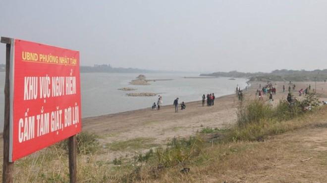 Hà Nội: Công an tìm kiếm thân nhân của người phụ nữ mang bầu tử vong bất thường dưới bãi đá sông Hồng - Ảnh 1.