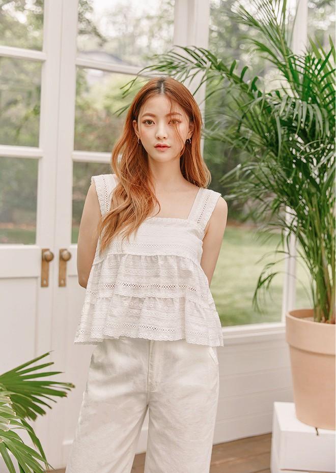 Chiếc áo 2 dây trông cực đơn giản này lại là món đồ chiếm sóng mạng xã hội Hàn Quốc thời gian gần đây - Ảnh 5.
