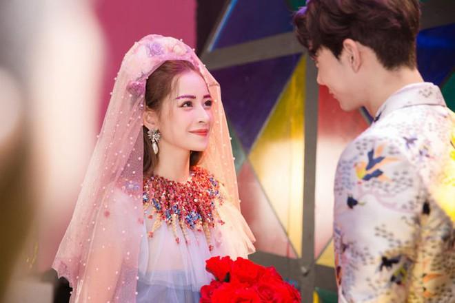Nam Em - Chi Pu: Những người đẹp đi hát xứng danh bà hoàng thị phi của showbiz Việt - ảnh 11