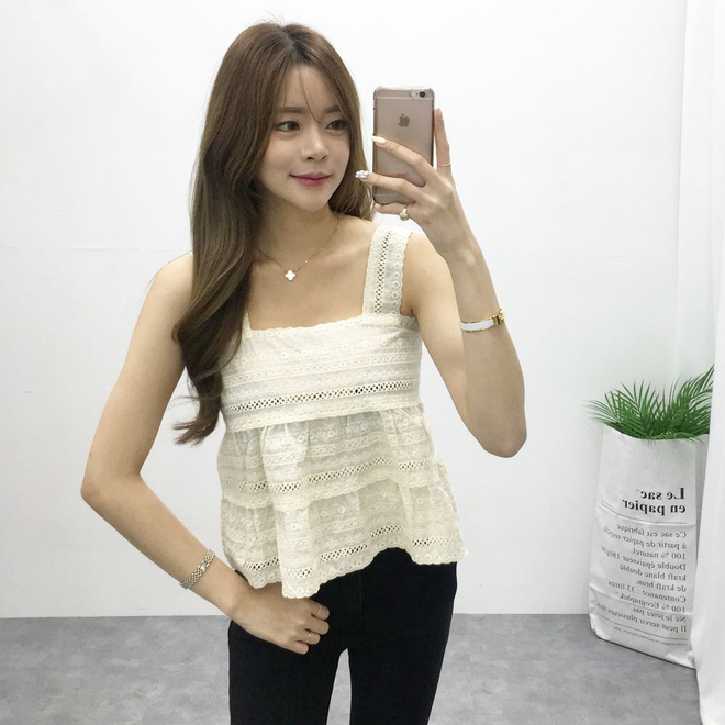 Chiếc áo 2 dây trông cực đơn giản này lại là món đồ chiếm sóng mạng xã hội Hàn Quốc thời gian gần đây - Ảnh 9.