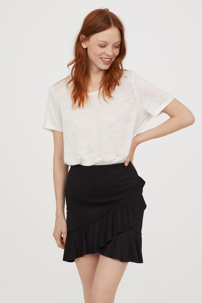 13 mẫu chân váy ngắn dáng xinh yêu mà giá cực vừa mắt đến từ thương hiệu H&M và Zara - Ảnh 1.
