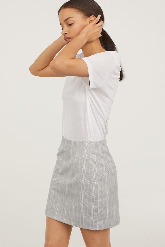 13 mẫu chân váy ngắn dáng xinh yêu mà giá cực vừa mắt đến từ thương hiệu H&M và Zara - Ảnh 3.
