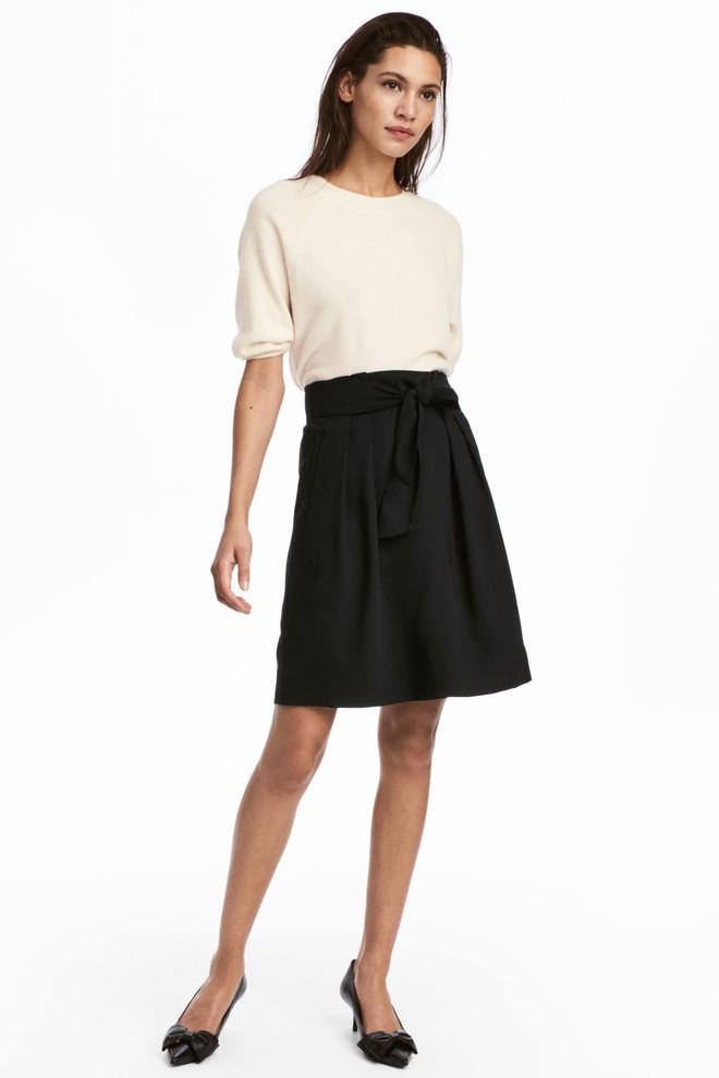 13 mẫu chân váy ngắn dáng xinh yêu mà giá cực vừa mắt đến từ thương hiệu H&M và Zara - Ảnh 4.