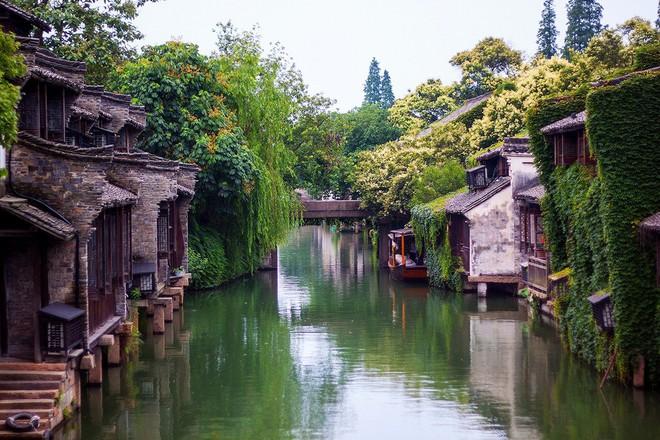 Ngất ngây với 5 cổ trấn đẹp như trong phim cổ trang ở Trung Quốc - ảnh 1