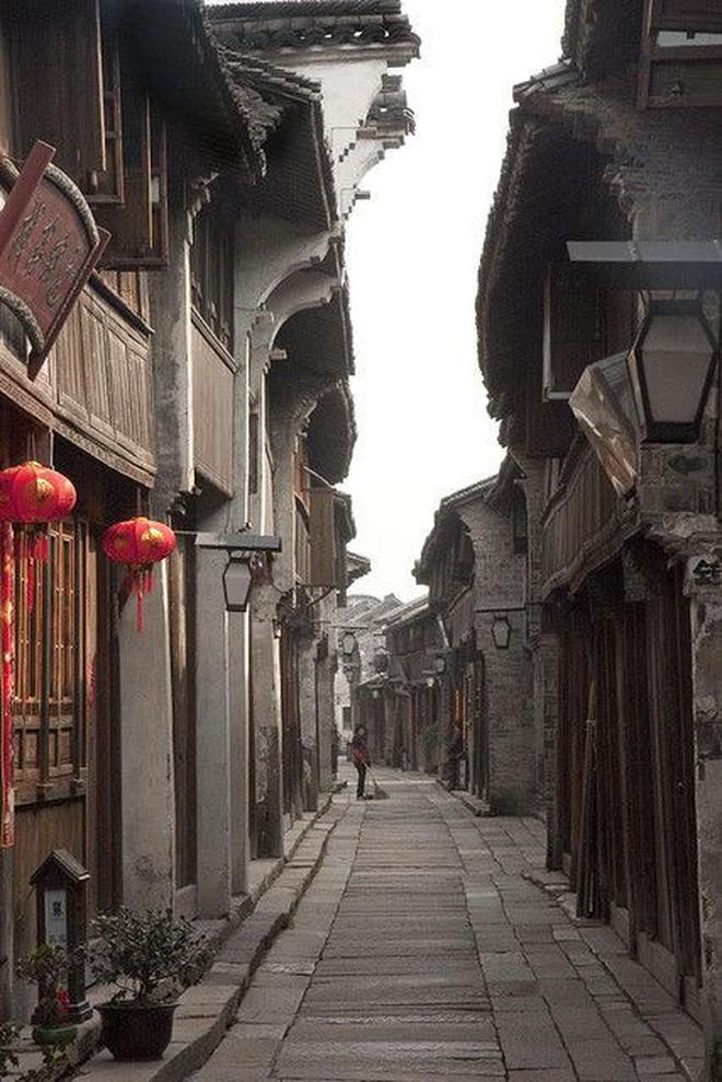 Ngất ngây với 5 cổ trấn đẹp như trong phim cổ trang ở Trung Quốc - ảnh 3