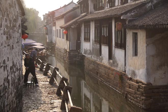 Ngất ngây với 5 cổ trấn đẹp như trong phim cổ trang ở Trung Quốc - ảnh 9