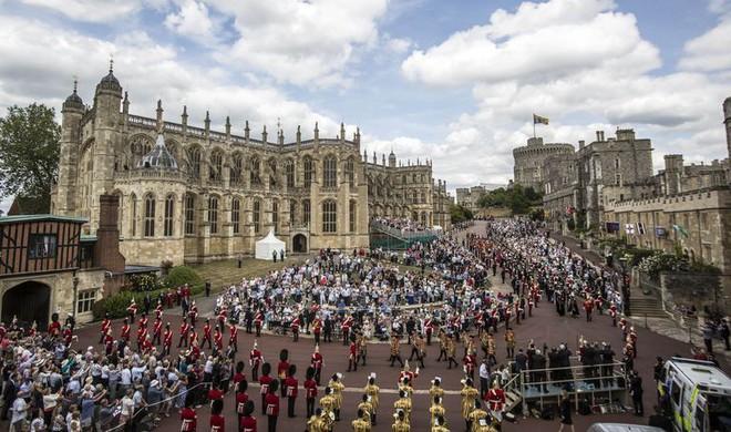 Những điều chưa biết về kế hoạch cho đám cưới Hoàng tử Harry cực hoành tráng, xa hoa - Ảnh 2.