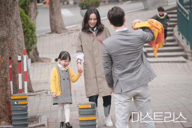 Phim 19+ siêu drama của Han Ga In: Ngập cảnh nóng và ngoại tình, quá hợp cho ai có khẩu vị mặn - Ảnh 2.