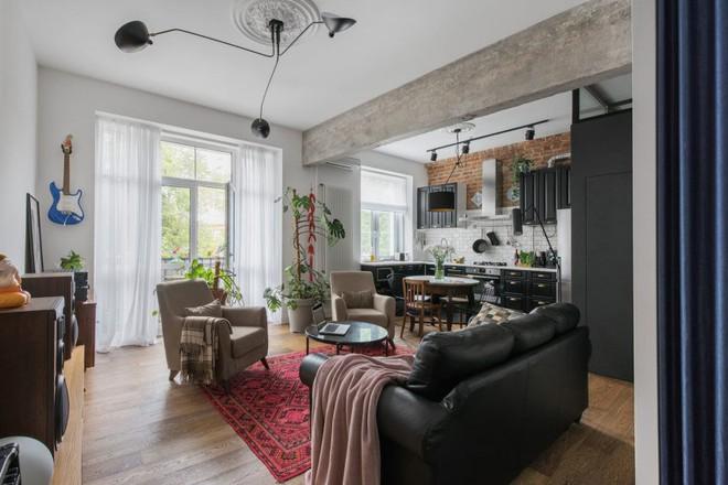 Cải tạo căn hộ từ không gian ảm đảm và nhạt nhòa thành rực rỡ sắc màu - Ảnh 2.