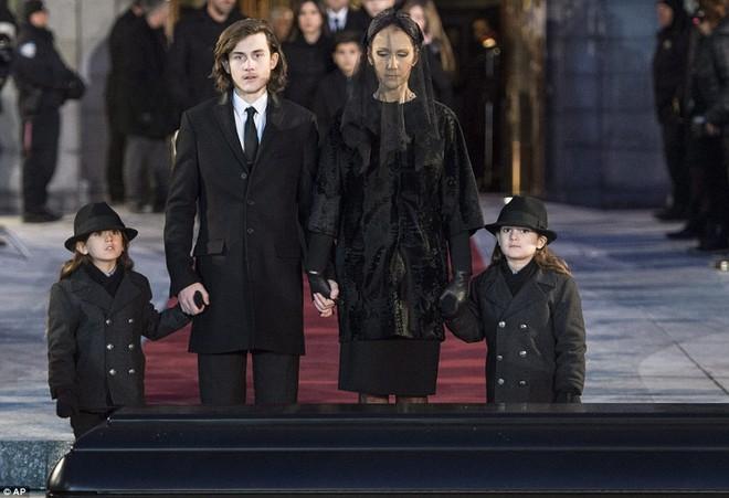 Chuyện tình âm dương cách biệt của vợ chồng Celine Dion: Anh có thể thất bại trước thần chết nhưng mãi là người hùng trong tim em - Ảnh 7.