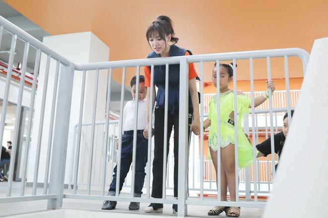 """Hoa hậu Kỳ Duyên """"bật"""" lại MC Thành Trung vì bị chê không có trí tuệ - Ảnh 2."""