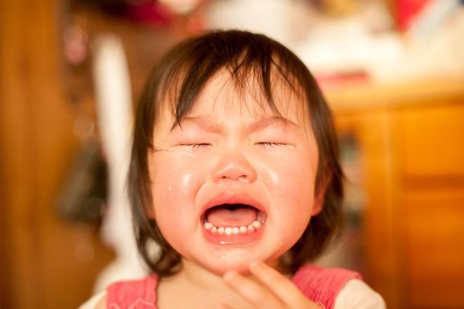 Dấu hiệu cho thấy những cơn giận dỗi, ăn vạ của trẻ đã đến mức báo động đỏ - Ảnh 2.