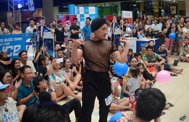 Tại Việt Nam, vòng casting của các TV Show thường kiêm luôn chức năng của lễ hội... mặc dị - Ảnh 15.