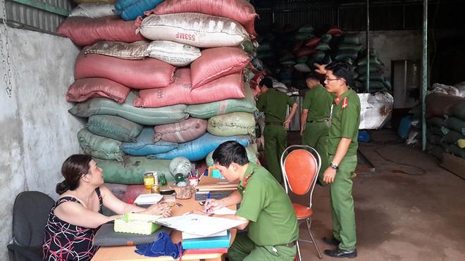 Bộ NN-PTNT thông tin về kết quả xác minh vụ nhuộm phế phẩm cà phê, sỏi đá bằng bột pin - Ảnh 2.