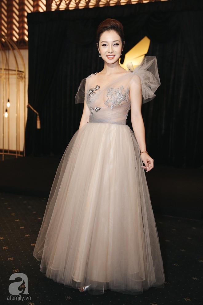 Gái 3 con Jennifer Phạm xinh như công chúa khi được chồng tháp tùng đi sự kiện - Ảnh 1.