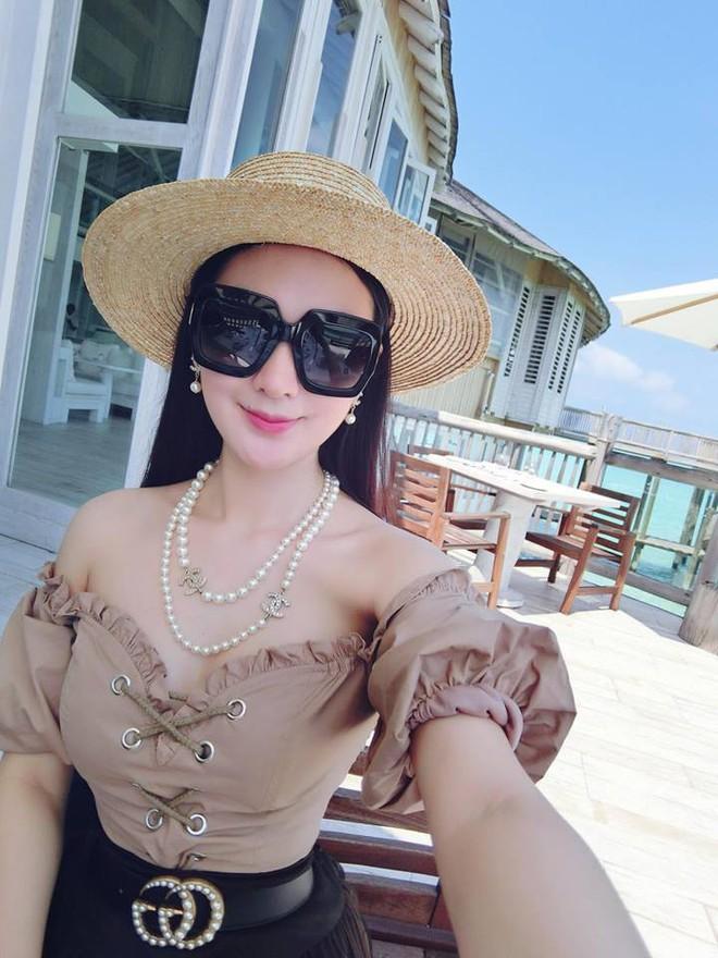 Cứ nói mãi về Ngọc Trinh hay Hà Hồ, ai ngờ showbiz Việt còn có người đẹp này cũng là tay chơi hàng hiệu đáng gờm - Ảnh 10.