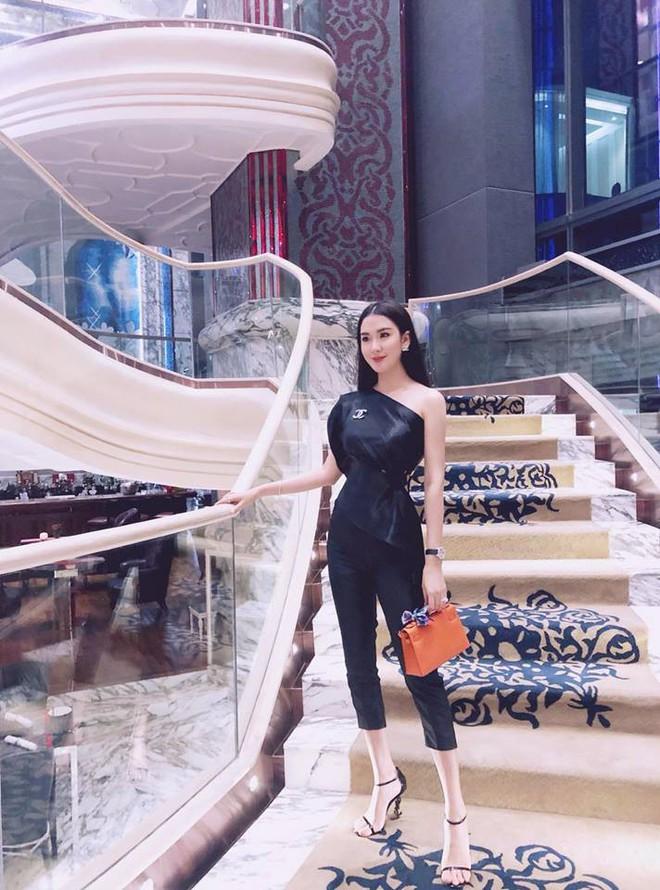 Cứ nói mãi về Ngọc Trinh hay Hà Hồ, ai ngờ showbiz Việt còn có người đẹp này cũng là tay chơi hàng hiệu đáng gờm - Ảnh 20.