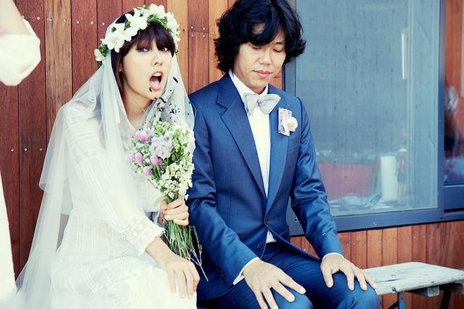 Nữ hoàng sexy Lee Hyori: Từ quá khứ lấm lem bùn đất cho tới tình yêu như cổ tích với trai xấu nhất Hàn Quốc - Ảnh 9.