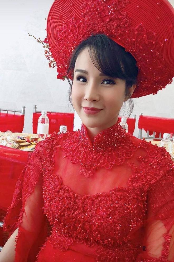 Cùng diện áo dài đỏ ngày ăn hỏi, Diệp Lâm Anh, HH Thu Thảo và Hà Tăng lại chọn 3 phong cách hoàn toàn khác nhau - Ảnh 4.