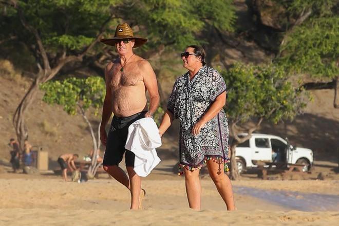 Nếu nói ngoại hình là thuốc bổ của hôn nhân, sẽ phải giải thích sao cho cuộc tình kéo dài 23 năm giữa James Bond quyến rũ nhất hành tinh với người vợ thừa cân, kém sắc? - Ảnh 9.