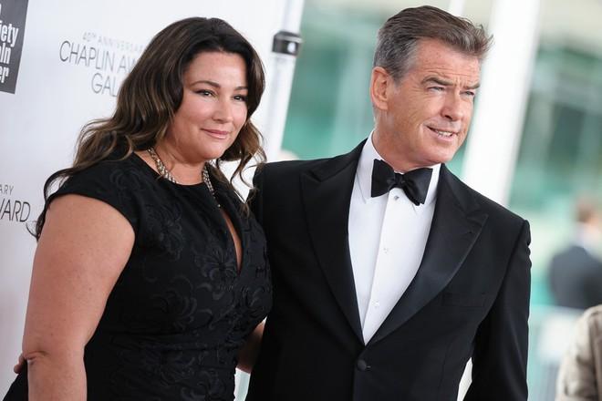 Nếu nói ngoại hình là thuốc bổ của hôn nhân, sẽ phải giải thích sao cho cuộc tình kéo dài 23 năm giữa James Bond quyến rũ nhất hành tinh với người vợ thừa cân, kém sắc? - Ảnh 4.
