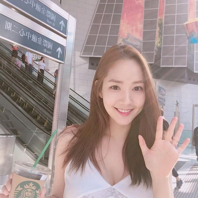 Vừa được khen nhan sắc thẩm mỹ đỉnh cao, Park Min Young đã lộ cằm dài nhọn bất thường trong phim mới - Ảnh 10.
