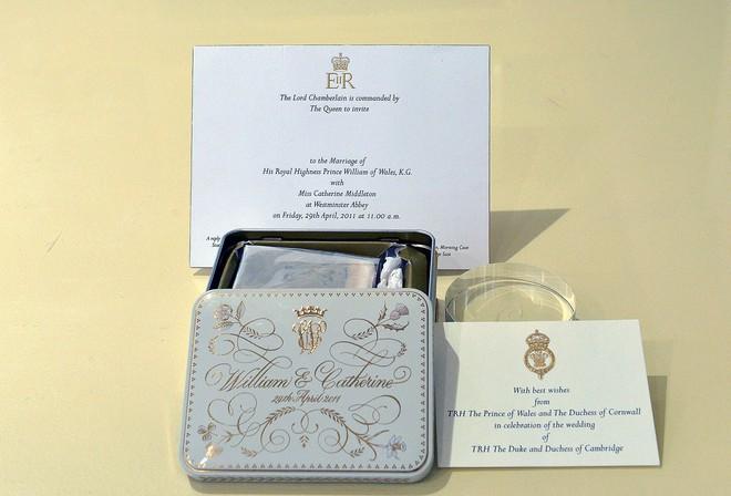 Nhiều năm trôi qua, bánh cưới từ 5 đám cưới Hoàng gia Anh sắp được đem ra đấu giá, bạn sẽ bất ngờ với giá trị thật của 1 miếng bánh - Ảnh 2.