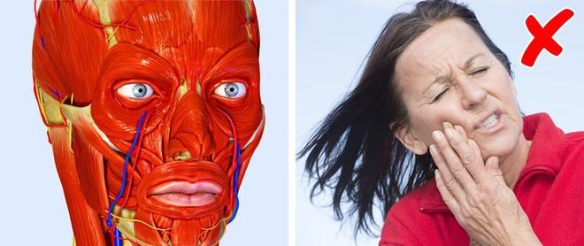 12 dấu hiệu trên khuôn mặt tiết lộ tình trạng sức khỏe của bạn - Ảnh 8.