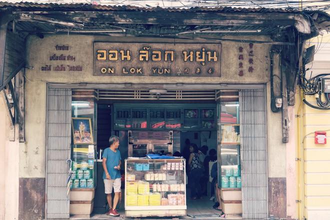 3 quán ăn rất chất lượng, chỉ cần dắt túi khoảng 50 ngàn là có bữa ngon ở Bangkok - Ảnh 1.