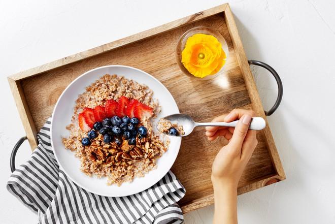 6 thói quen nếu làm buổi sáng sẽ khiến bạn tăng cân vù vù chứ không phải giảm cân - Ảnh 6.