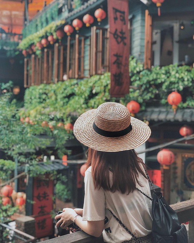 Học sao Việt cách chọn và kết hợp mũ cói sao cho thật duyên dáng khi diện cùng trang phục hè - Ảnh 8.