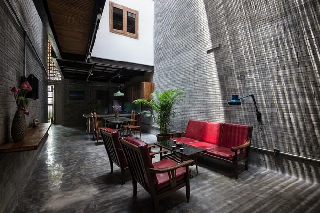 Ngôi nhà trong hẻm nhỏ chỉ bước chân về đã thấy mỏi mệt dừng nơi cánh cửa ở Sài Gòn - Ảnh 4.