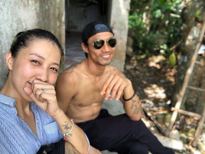 Đứng trước scandal kép của chồng, vợ Phạm Anh Khoa gây chú ý khi bày tỏ: trong tâm bão lại bình yên lạ! - Ảnh 1.