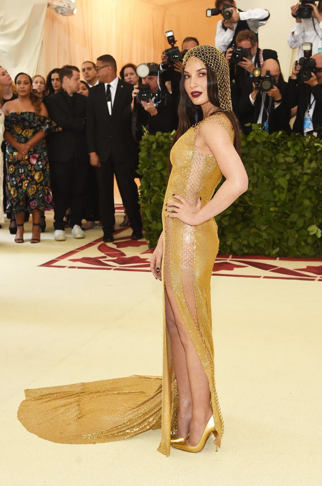 Giữa một rừng trang phục lồng lộn, 5 người đẹp diện váy của H&M trông cũng chẳng hề kém lộng lẫy - Ảnh 2.
