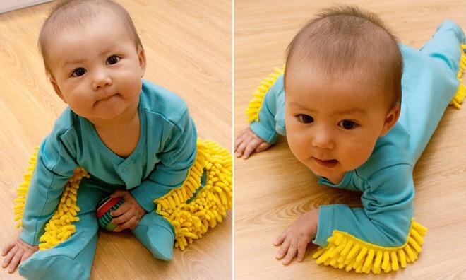 Chẳng cần dọn nhà nhiều, sàn vẫn có thể sạch bong tóc rụng nhờ bộ quần áo cho trẻ tập bò lạ mắt này - Ảnh 3.